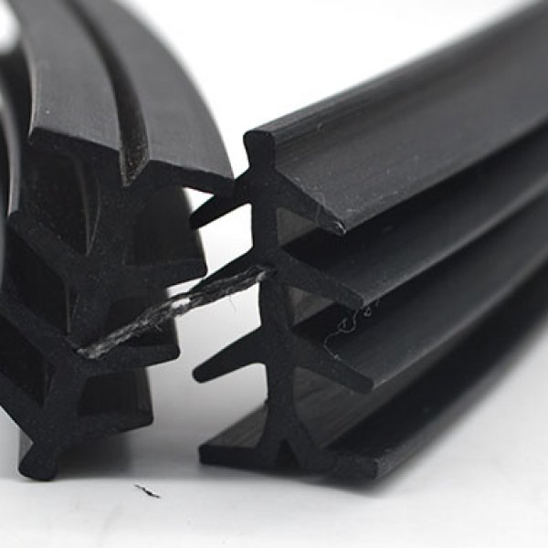 EPDM profile with Nylon cord (1)